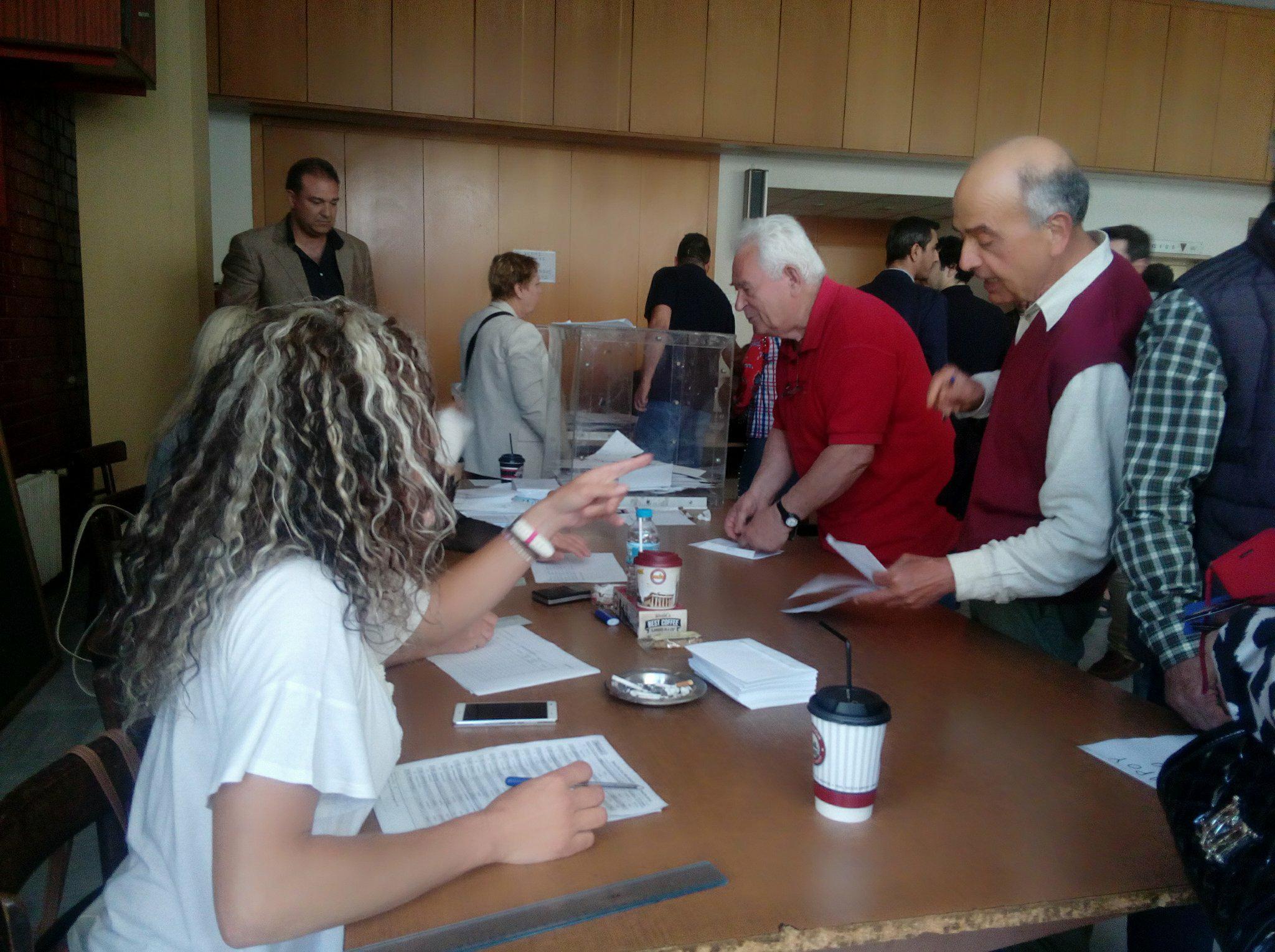 Eνταση στις εκλογές της ΝΔ- 20 ΡΟΜΑ επιχείρησαν να ψηφίσουν με σταυρωμένα ψηφοδέλτια