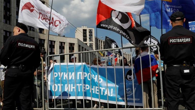 Περισσότερες από 20 συλλήψεις σε διαδήλωση με αίτημα το «ελεύθερο ίντερνετ» στη Μόσχα