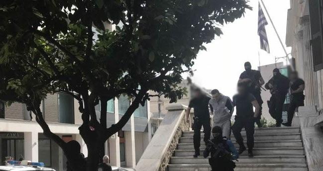 Στα δικαστήρια Λαμίας ο Αλκέτ Ριζάι: Έβρισε τον πρόεδρο της έδρας [εικόνες]