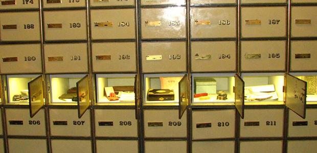 Τραπεζικοί υπάλληλοι «ξάφριζαν» θυρίδες - Αρπαξαν 2,7 εκατ. ευρώ σε κοσμήματα & μετρητά