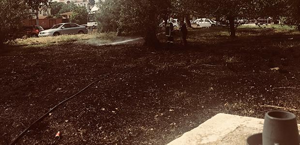 Φωτιά στο πάρκινγκ του ΟΣΕ στον Βόλο από έκρηξη σε μετασχηματιστή της ΔΕΗ