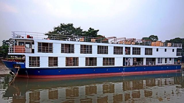 Ινδία: 40 αγνοούμενοι από την ανατροπή ποταμόπλοιου που πήγαινε σε γάμο