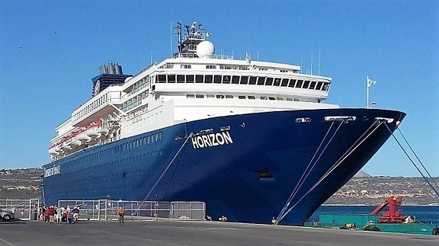 Το κρουαζιερόπλοιο «Horizon» στο λιμάνι του Βόλου