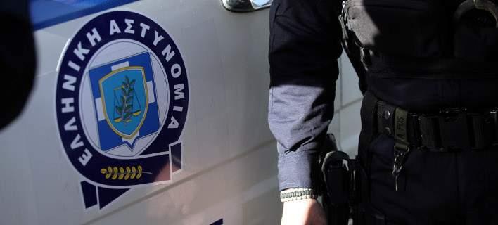 Συνελήφθη αρχιφύλακας που συμμετείχε σε κύκλωμα για πλαστά έγγραφα