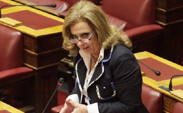 Αγριο επεισόδιο στη Βουλή: Η Μεγαλοοικονόμου έριξε... καρεκλιές και τσαντιές σε πρώην συνεργάτη της