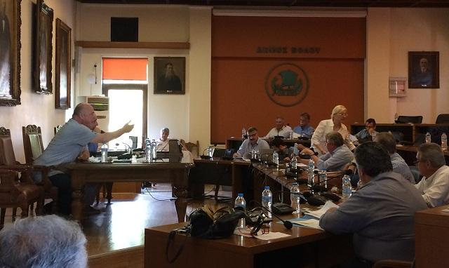 Θερμό επεισόδιο και αποχωρήσεις στο δημοτικό συμβούλιο Βόλου