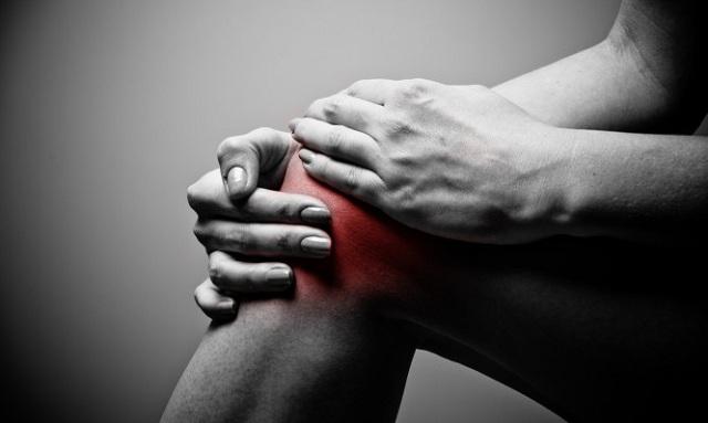 Πόνοι στα γόνατα: Όλες οι πιθανές αιτίες για να ξέρετε πώς θα ανακουφιστείτε