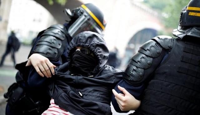 Επεισόδια με κουκουλοφόρους στο Παρίσι: «Γυαλιά καρφιά η οδός Λυόν» [εικόνες]
