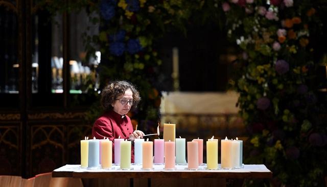 Έναν χρόνο μετά, ενός λεπτού σιγή για τα θύματα της επίθεσης στο Μάντσεστερ