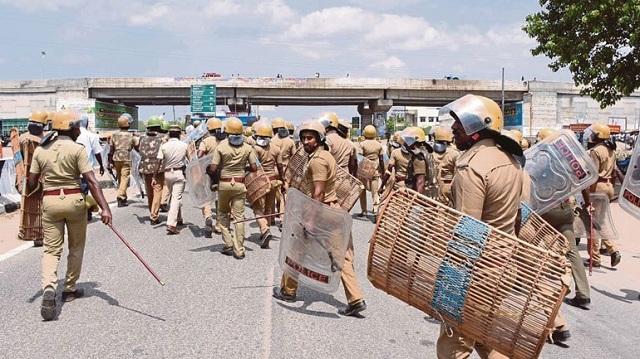 Ινδία: Νεκροί 12 διαδηλωτές από αστυνομικά πυρά