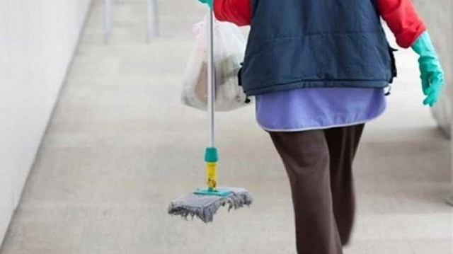Μόνιμη εργασία ζητούν οι εργαζόμενοι στην καθαριότητα σχολείων που απεργούν από χθες