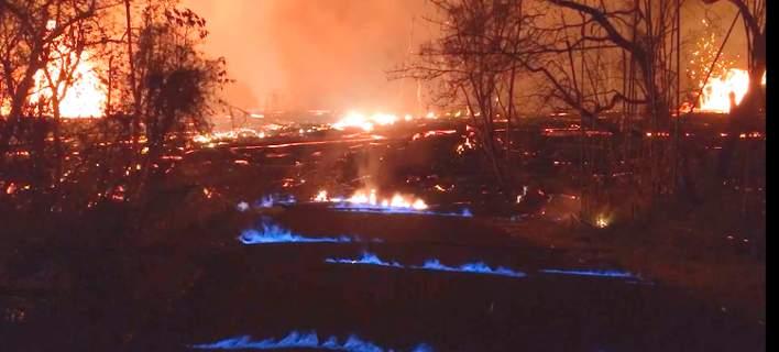 Απόκοσμο σκηνικό στη Χαβάη: Γαλάζιες φλόγες στους δρόμους μετά την έκρηξη του ηφαιστείου