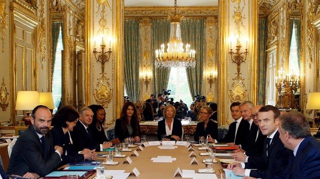Γαλλία: Το υπουργείο Παιδείας στο πλευρό εκπαιδευτικού που αποφάσισε να αλλάξει φύλο