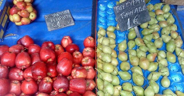 Στο Τμήμα 82χρονος για παράνομο πάγκο φρούτων στη λαϊκή