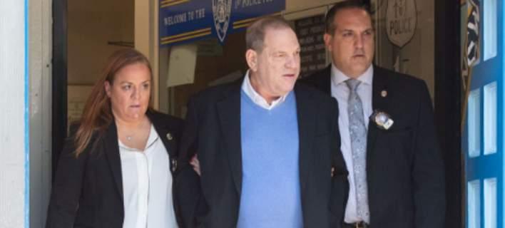 Eλεύθερος με βραχιολάκι ο Χάρβεϊ Γουάινστιν: Πλήρωσε 1 εκατ. δολάρια μετρητά