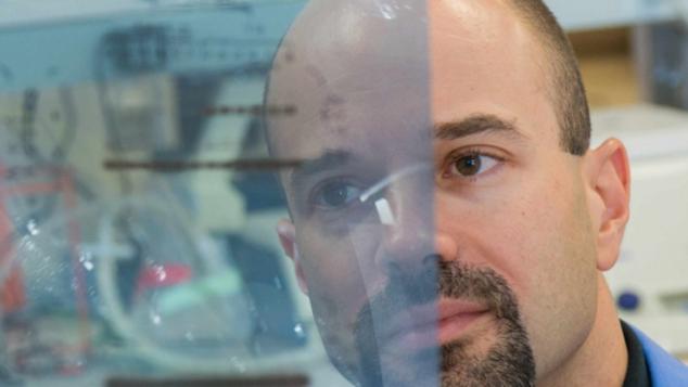 Ο Έλληνας που βρήκε τον εργαστηριακό τρόπο να μετατρέπει τα κακοήθη κύτταρα σε καλοήθη