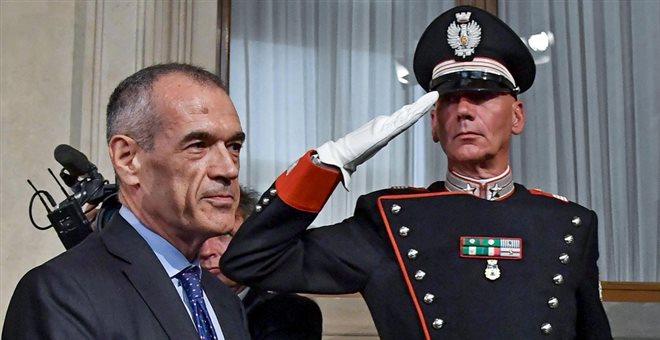 Ιταλία: Ο Κοταρέλι ετοιμάζει κυβέρνηση ενώ οι ευρωσκεπτικιστές απειλούν