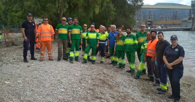 Εργαζόμενοι της ΑΓΕΤ καθάρισαν και φέτος την παραλία δίπλα από το εργοστάσιο