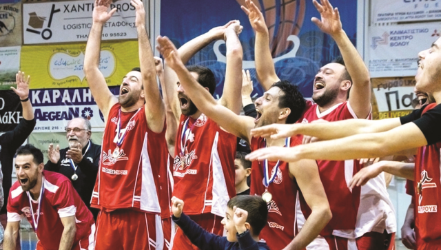 Γιορτάζει την άνοδό του στη Γ' Εθνική το μπάσκετ