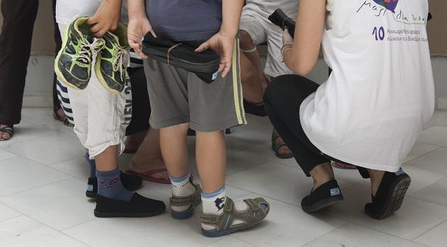 Παπούτσια σε παιδιά που έχουν ανάγκη