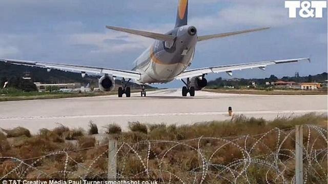 Τουρίστας ...εκτοξεύτηκε στο αεροδρόμιο της Σκιάθου