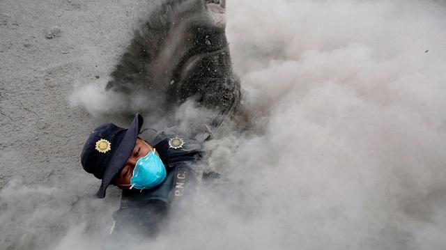 Άρχισαν και πάλι οι έρευνες για επιζώντες από το ηφαίστειο Φουέγκο