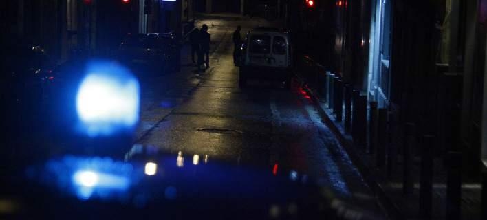 Καταδίωξη βαν στο Σχιστό με πυροβολισμούς. Ανετράπη το ΙΧ, χειροπέδες στον οδηγό