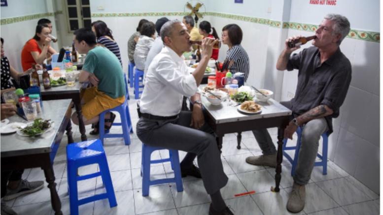 Ο συγκινητικός αποχαιρετισμός του Ομπάμα στον Άντονι Μπουρντέν