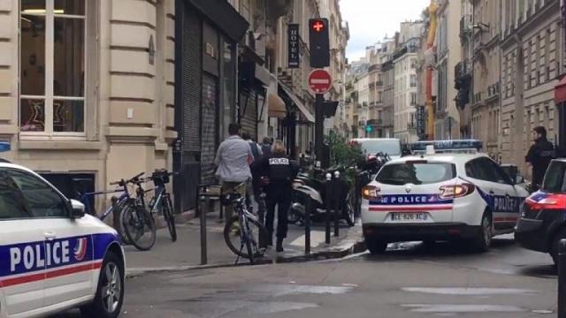 Συναγερμός στο Παρίσι: Ένοπλος κρατά ομήρους