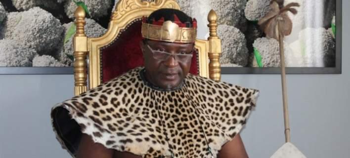 Αφρικανός βασιλιάς βαπτίστηκε χριστιανός στο Αγιο Ορος [εικόνες]