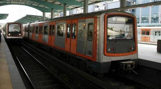 Γυναίκα έπεσε στις ράγες του ΗΣΑΠ στο Μοναστηράκι