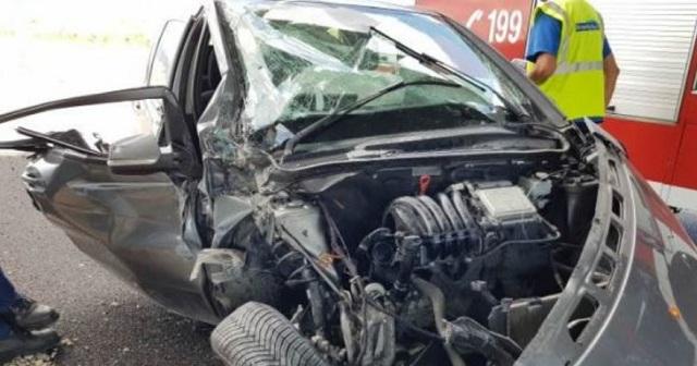Λαμία: Από θαύμα γλίτωσαν δύο γυναίκες που εγκλωβίστηκαν στο αυτοκίνητο [εικόνες]