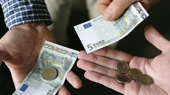 Δώδεκα ευρώ το μήνα για το 2019 το ΕΚΑΣ – Καταργείται από το 2020