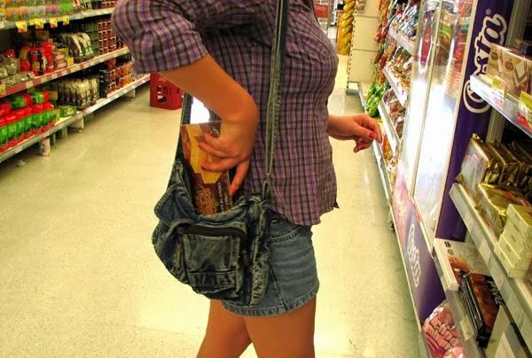 Μπήκαν σε σούπερ μάρκετ και έκλεψαν τρόφιμα