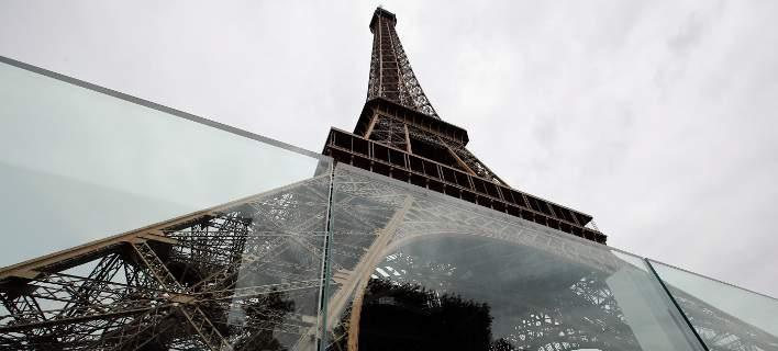 Ο Πύργος του Άιφελ θωρακίζεται κατά των τρομοκρατικών επιθέσεων [εικόνες]