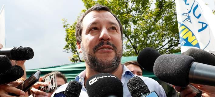 Ο Σαλβίνι μπλοκάρει άλλα δύο πλοία με μετανάστες. Δεν θα γίνουν δεκτά στην Ιταλία