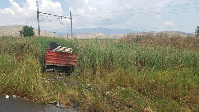 Τροχαίο με μηχανή και φορτηγό έξω από τη Λάρισα [photos]