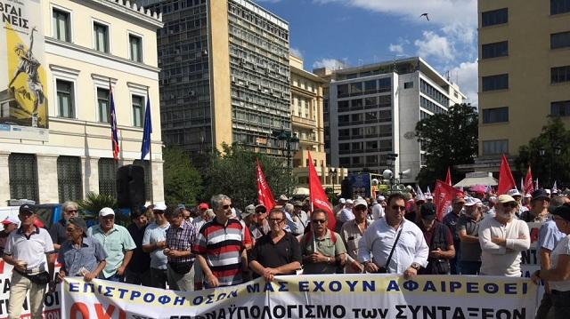 Πορεία διαμαρτυρίας στη Βουλή από συνταξιούχους