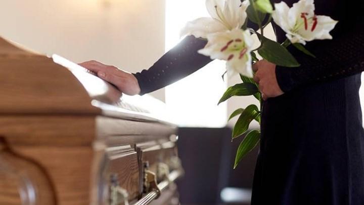 Χαμός στην κηδεία 20χρονου-Εμφανίστηκε ο νεκρός- Έτρεχαν αλλόφρονες οι γονείς του- φωτο