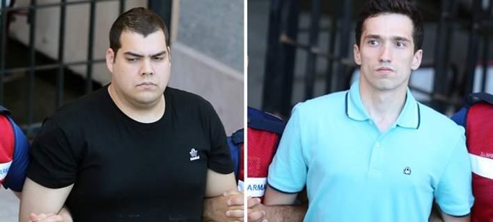 Νέες φωτογραφίες και βίντεο των Ελλήνων στρατιωτικών στο δικαστήριο