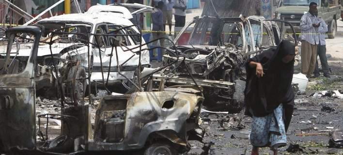 Λιβύη: Τέσσερις νεκροί από επίθεση με αυτοκίνητο-βόμβα στη Ντέρνα