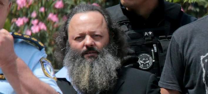 Στη φυλακή ο Σώρρας: Τον φυγάδευσαν μέσα από το άλσος των Δικαστηρίων [εικόνες-βίντεο]