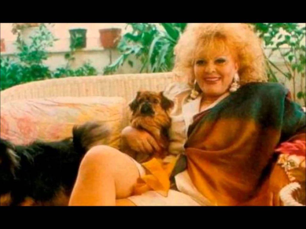 Η Ρίτα Σακελλαρίου, οι γκέι & τα «κορίτσια» της Συγγρού!