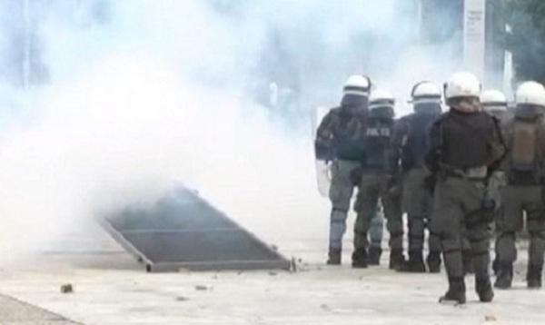Ένταση και επεισόδια στη Θεσσαλονίκη έξω από εκδήλωση του ΣΥΡΙΖΑ για το Σκοπιανό [βίντεο]