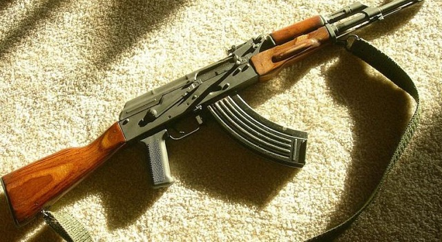 Πυροβολισμοί στο Παλαιό Φάληρο: Τραυμάτισαν γνωστό «νονό» της νύχτας