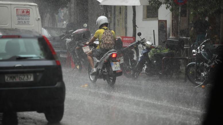 Πλημμύρες στη Θεσσαλονίκη: Κινδύνευσε έγκυος και βρέφος