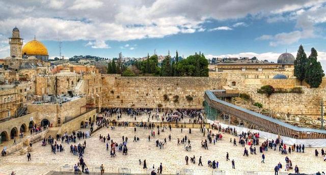 Οργή στο Ισραήλ για τη γυμνή φωτογράφιση μοντέλου με φόντο το Τείχος των Δακρύων