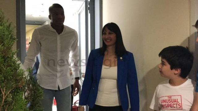 Ο Γιάννης Αντετοκούνμπο «καρφώνει» στο νέο σποτ του ΕΟΤ [εικόνες-βίντεο]