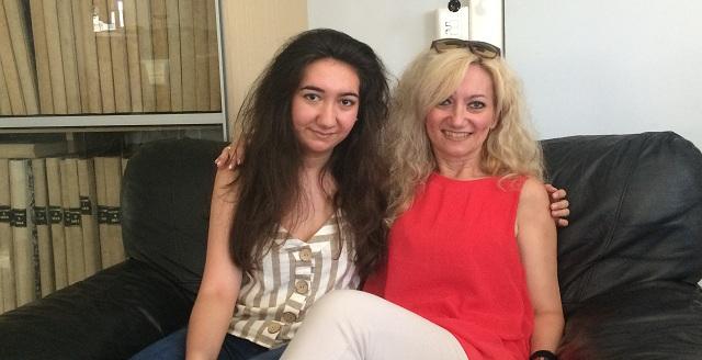 Μαμά και κόρη μαζί στις εξετάσεις