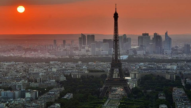 Το Παρίσι κόβει το κάπνισμα στα πάρκα, με πειραματική εφαρμογή